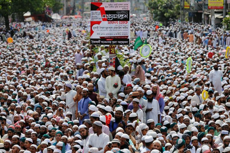 Muslim activists gather in front of Baitul Muqarram National Mosque after Friday prayers to demand the removal of the Statute of Greek goddess Themis from the Supreme Court premises in Dhaka, April 2017.