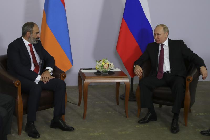 Russian President Vladimir Putin meets with Armenian Prime Minister Nikol Pashinyan in Sochi, Russia, May 2018.