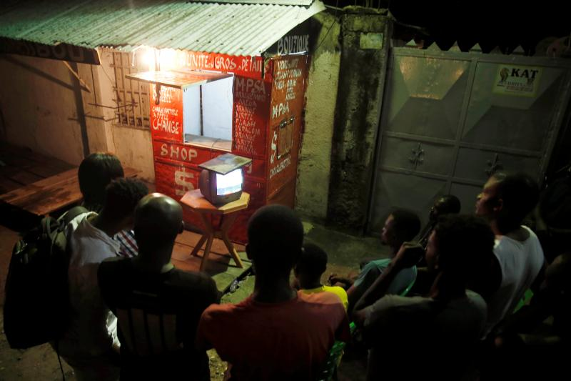Congolese people await the results of the presidential election outside a bar in Kinshasa, Democratic Republic of theCongo, January 2019