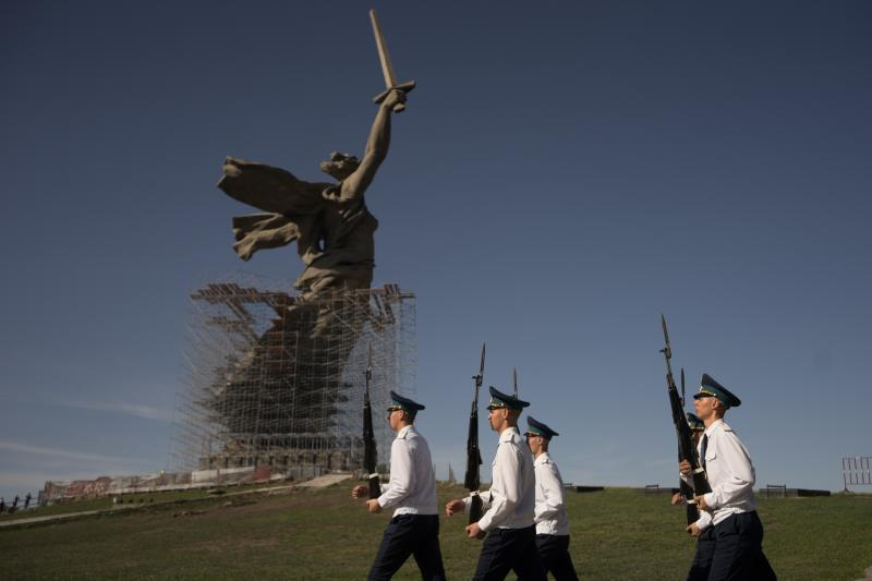 """An honor guard outside """"The Motherland Calls,""""a war memorial statue in Volgograd, Russia, July 2019"""