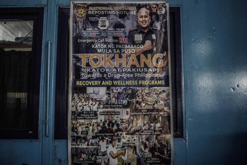 """A poster promoting """"Tokhang"""" in Manila, May 2018"""
