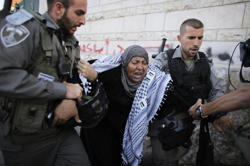 Israeli policedetaining a Palestinian demonstrator in Jerusalem's Old City,June2014