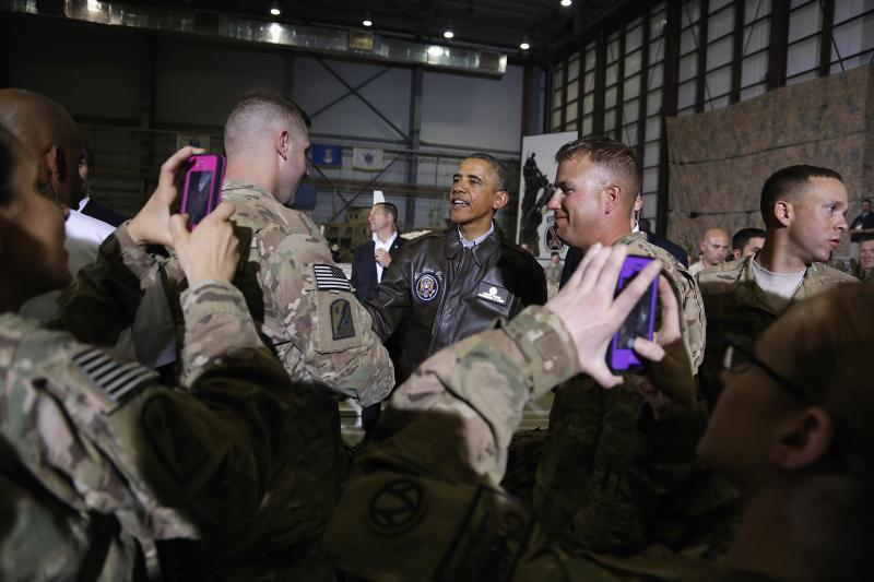 Obama shakes hands with troops at Bagram Air Base in Kabul, Afghanistan, May 2014.