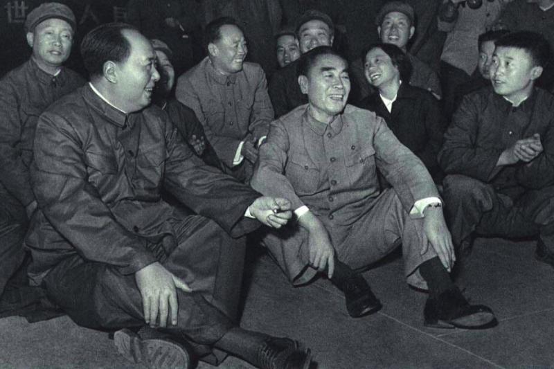 Chairman Mao and Zhou Enlai in 1966.