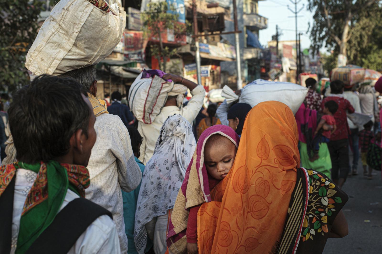 Delhi, Hindistan'dan eve dönen ücretli işçiler, Mart 2020